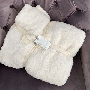 Barefoot dreams NWT cozy chic blanket throw